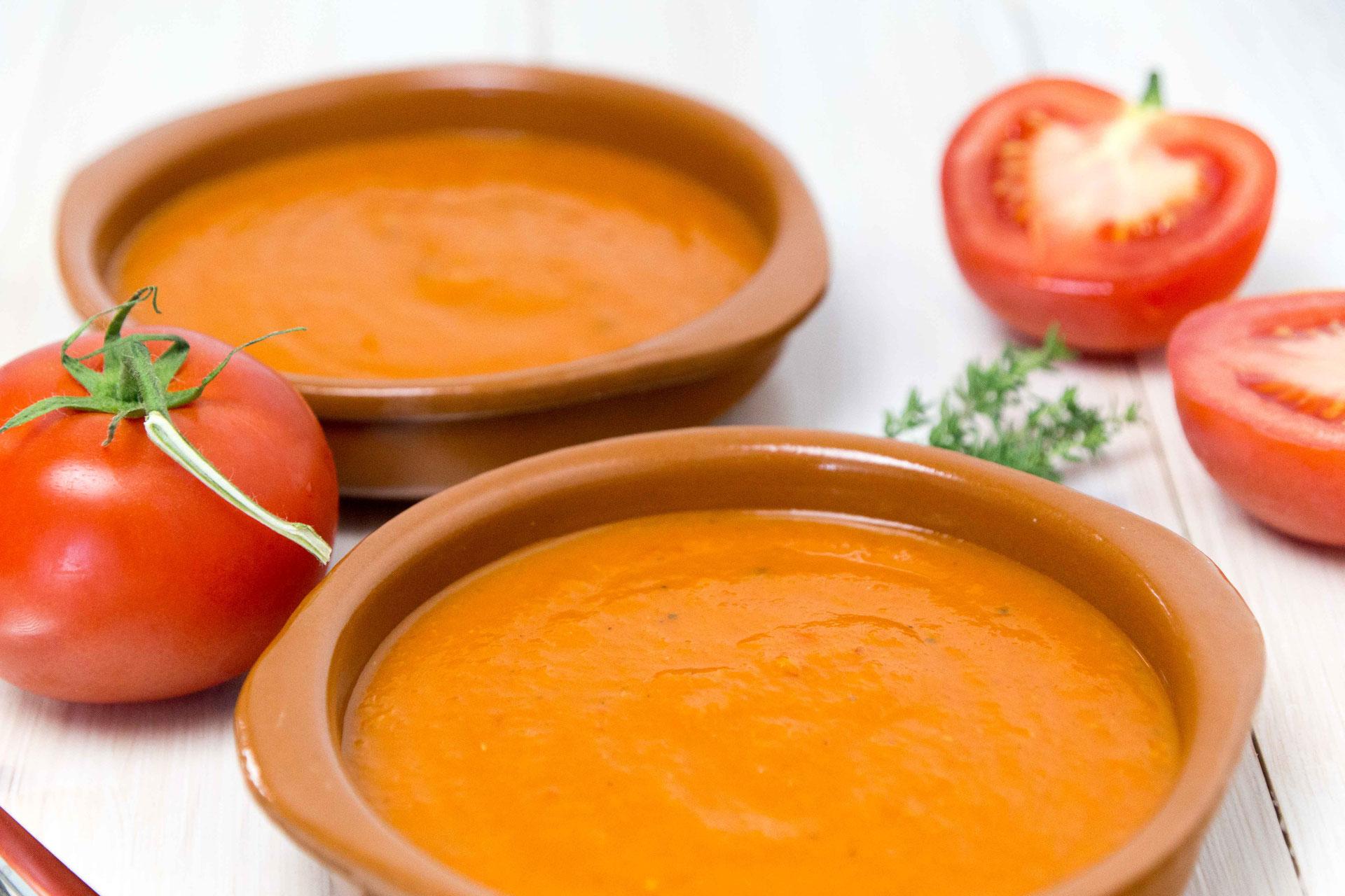 tomatensuppe mit frischen tomaten