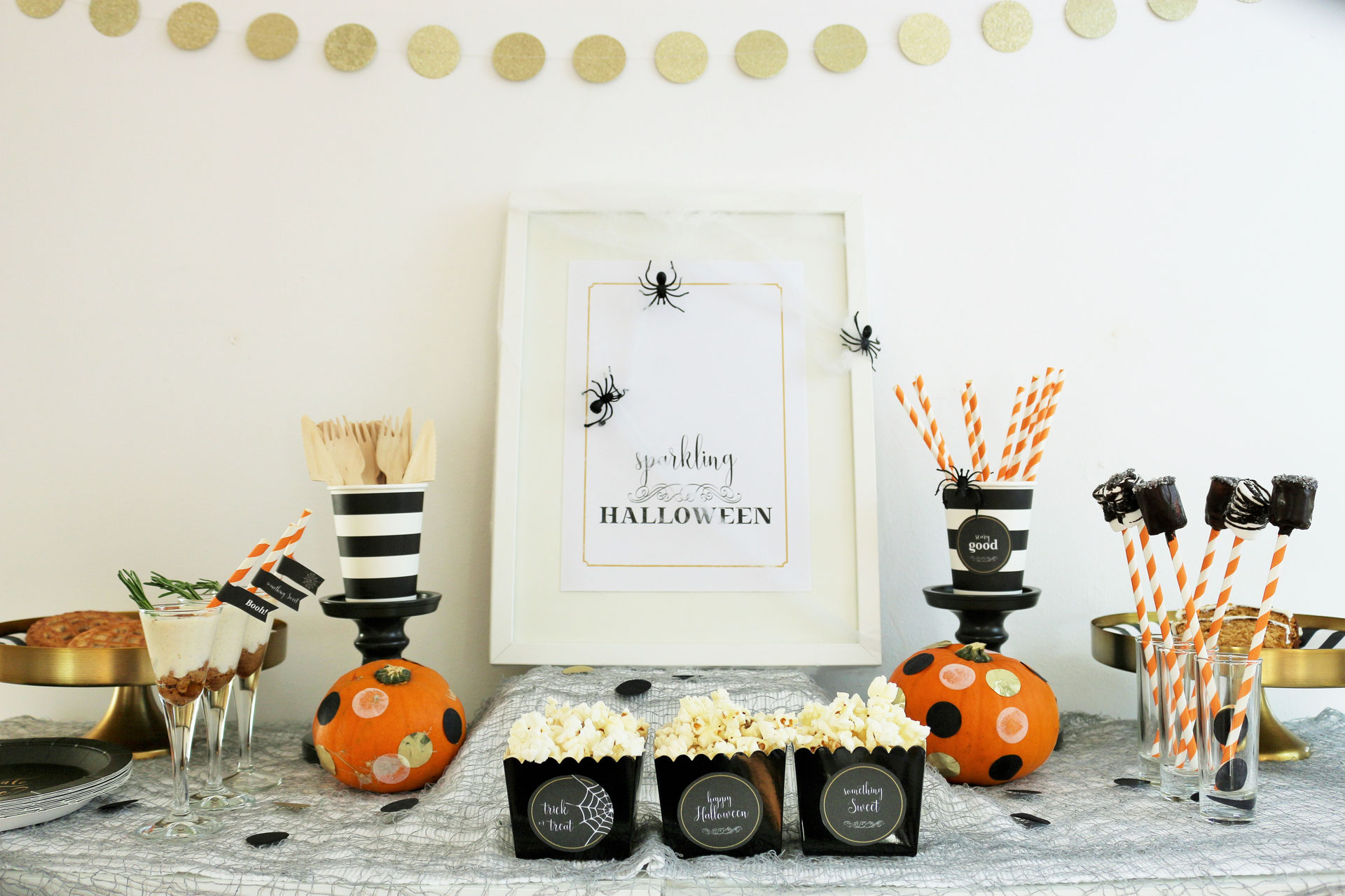 halloween deko ideen klassisch in schwarz wei orange und gold partystories blog. Black Bedroom Furniture Sets. Home Design Ideas