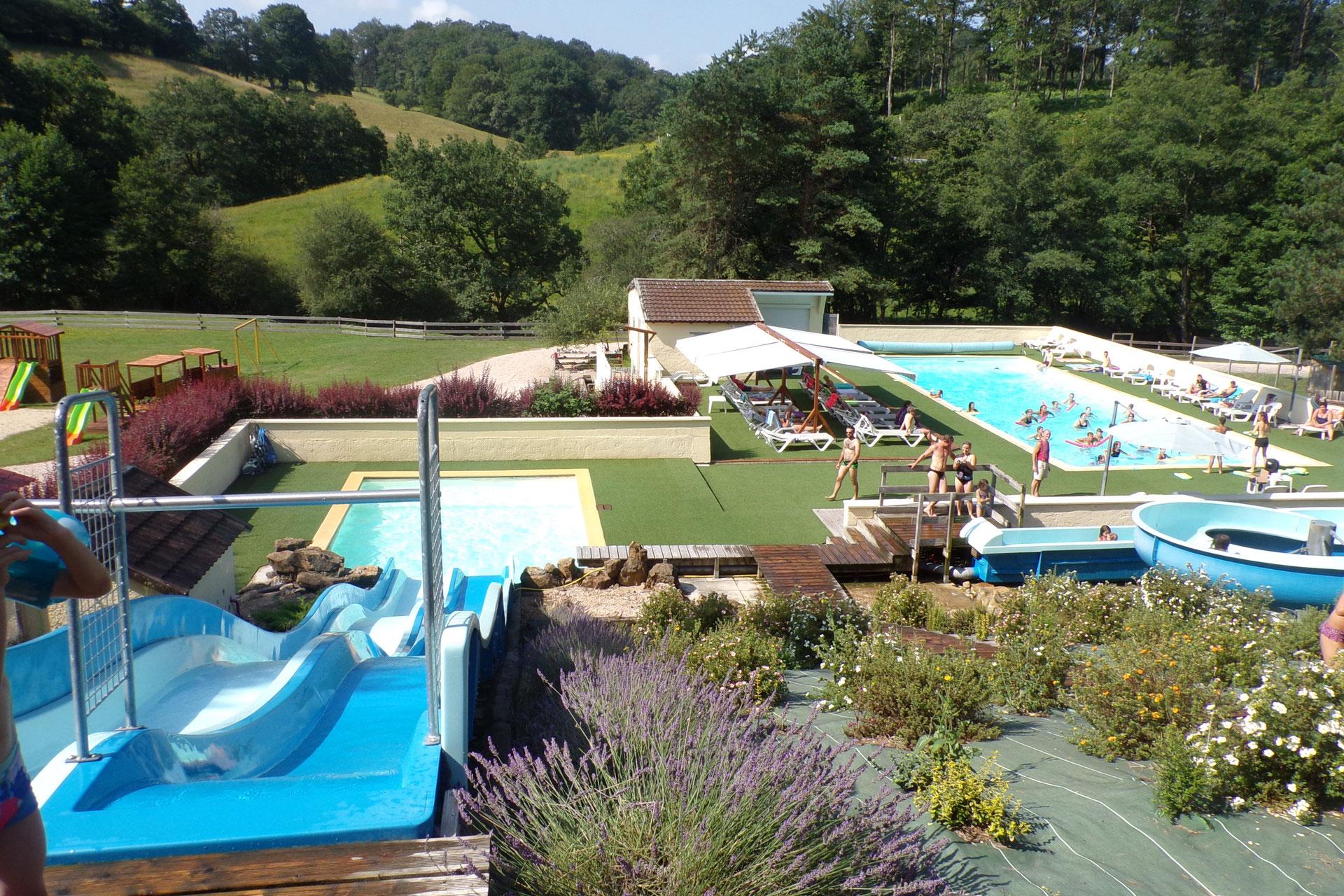 Camping les trois piscine chauff e toboggans for Camping a la ferme dordogne piscine
