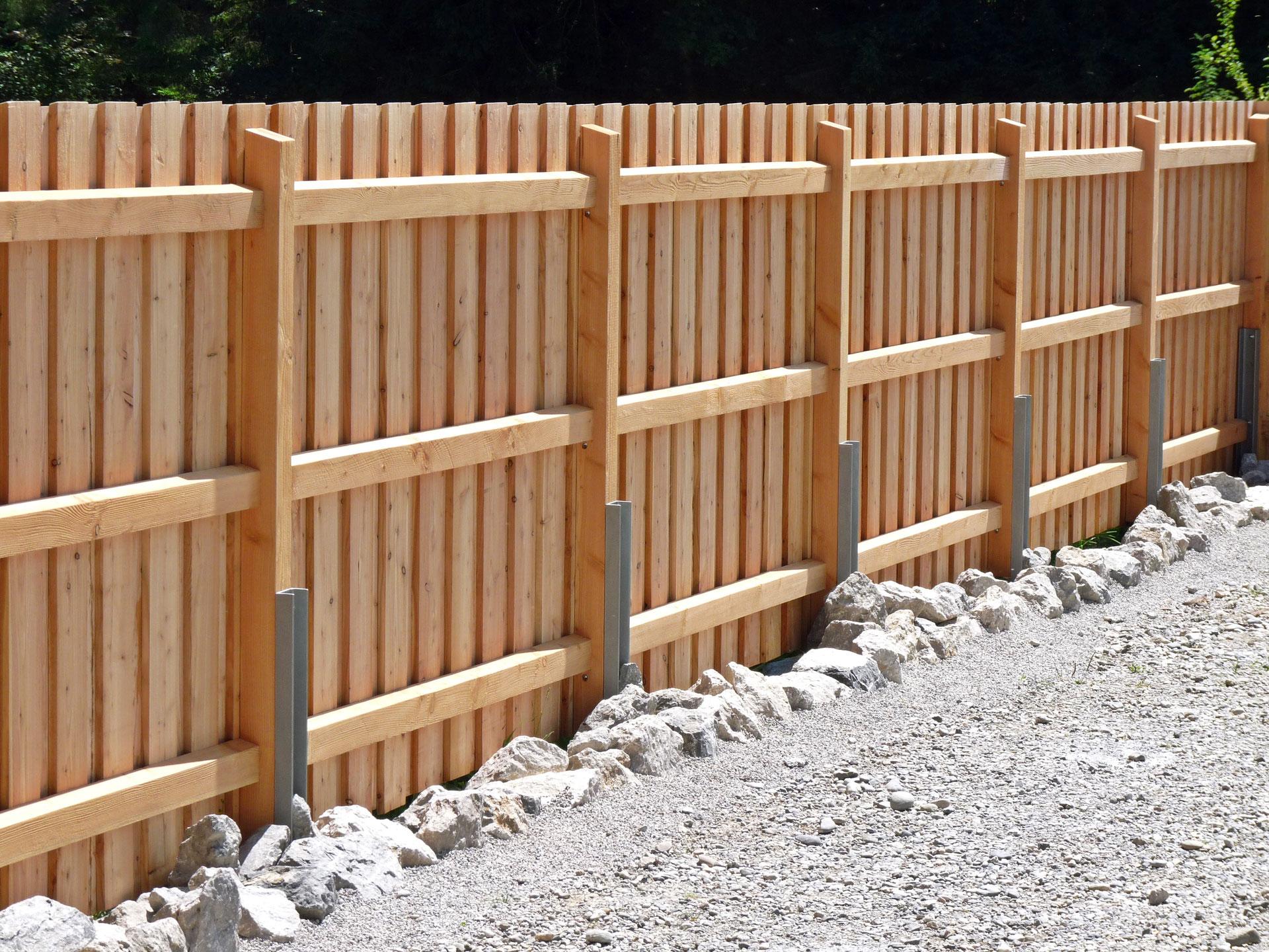 Sichtschutzzaun Larche Massiv Brecht Nagele Gmbh Baumpflege Spezialfallung Kletterarbeiten Gartenbau