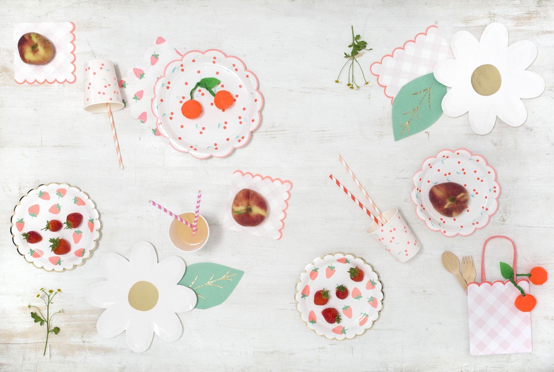 anniversaire thème fraises et cerises - les bambétises - déco design