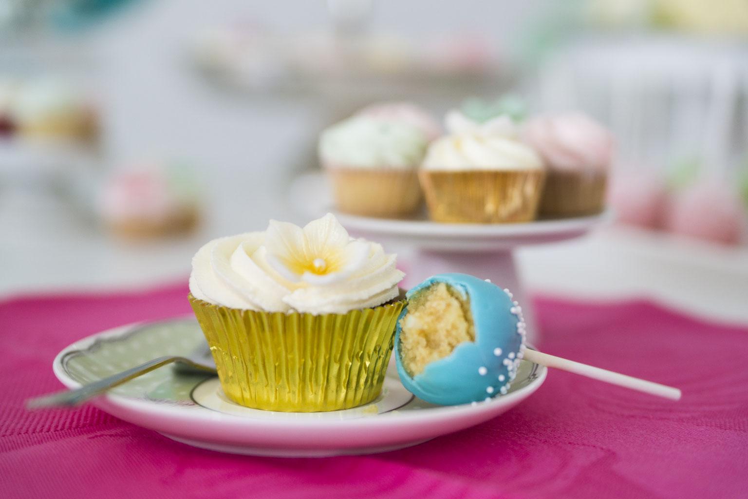 Torten Und Cupcakes Bestellen Für Geburtstag Hochzeit