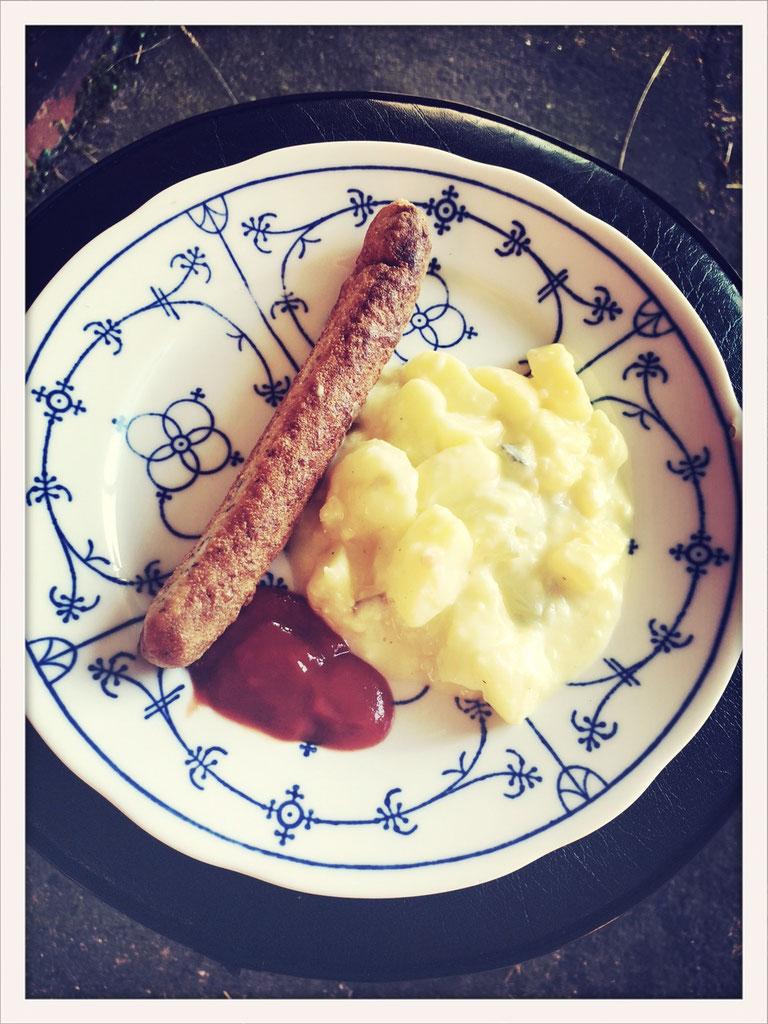 kartoffelsalat mit selbst gemachtem mayonnaise dressing essen kosmetik putzmittel etc aus. Black Bedroom Furniture Sets. Home Design Ideas