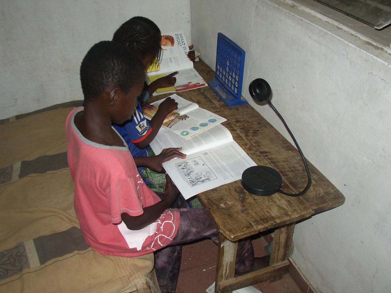 solar schreibtischleuchten von ikea report gambiaid. Black Bedroom Furniture Sets. Home Design Ideas