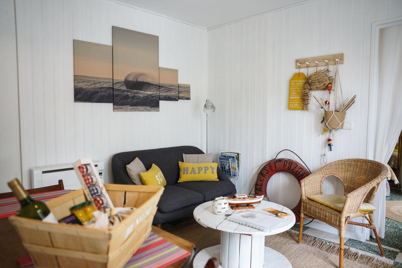 salon coin cuisine site de location de meubl sous le ch ne andernos les bains sur le. Black Bedroom Furniture Sets. Home Design Ideas