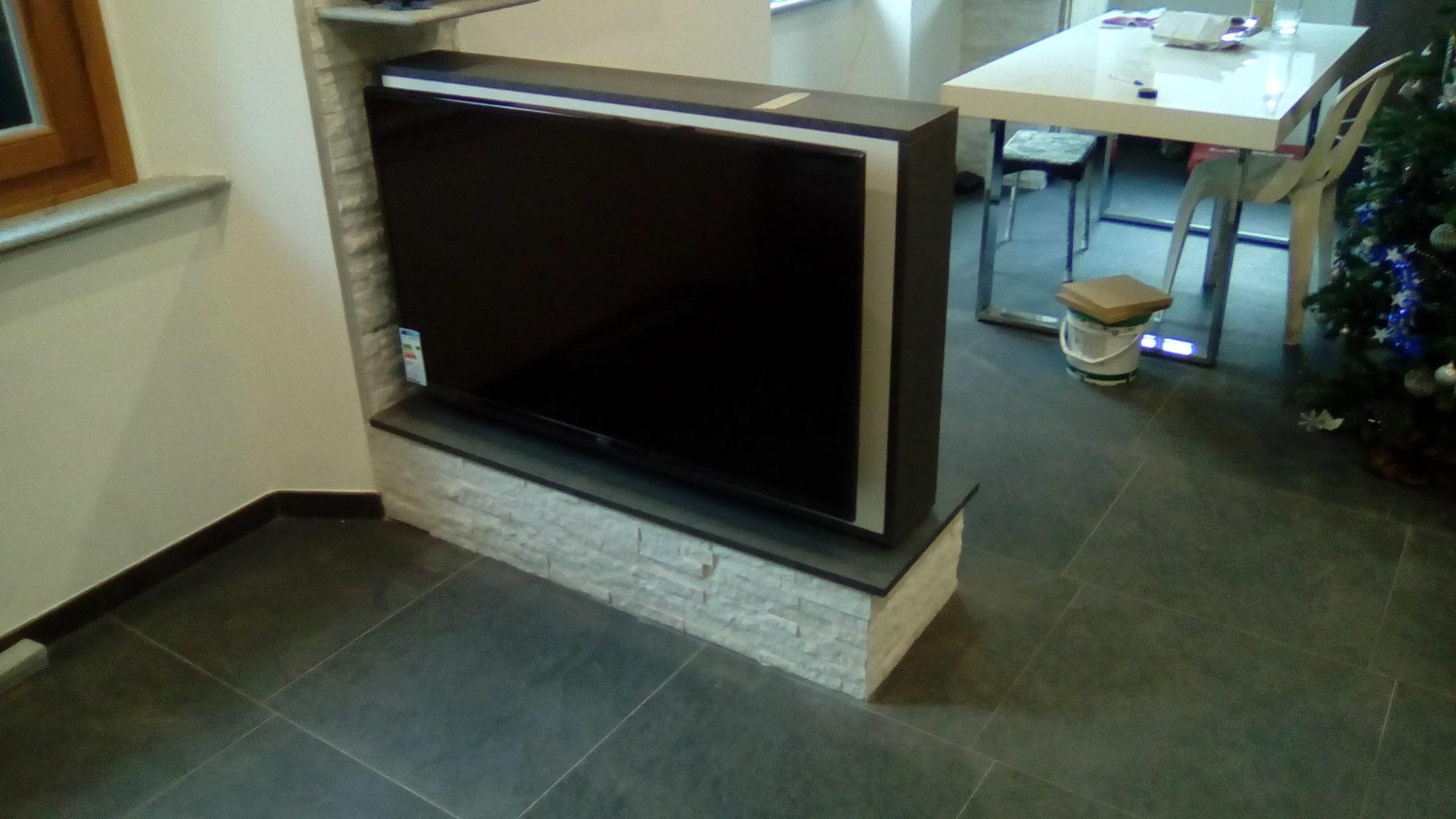 Pannello porta tv girevole 180 progettazione arredo realizzazione for Mobile porta tv girevole design