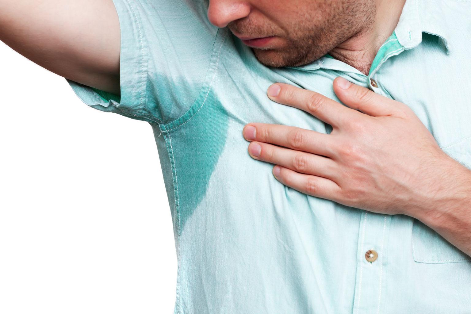 Achselschweiß: Was hilft gegen starkes Schwitzen unter den