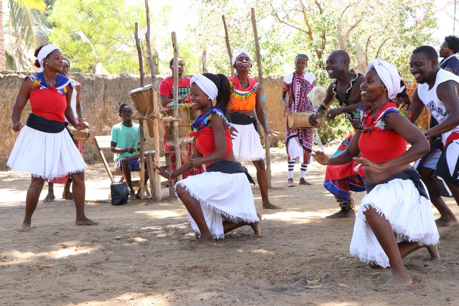 【ケニア少数民族支援】国の発展の影で生活が追いやられるドゥルマ民族に井戸を掘るための資金を提供したい!みなさんのご支援をお待ちしています。ドゥルマ民族支援品一覧最新情報EOLネットワークEOLサポーターズイベント