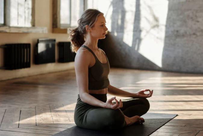 Nackenschmerzen & Schulterschmerzen? Was tun? - Yoga in Leer