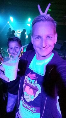Happy und etwas crazy: Unser Chorleiter Andreas und Rayk