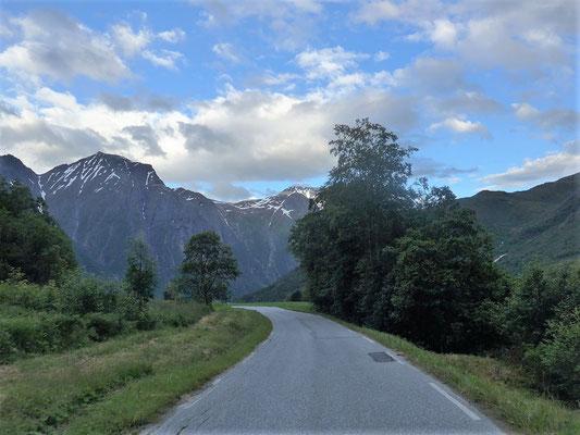 Schmale Straßen nach Eresfjord