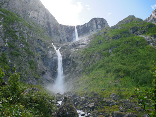 Unter dem Wasserfall