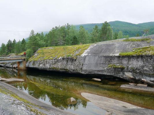 Jahrtausende alte Steinritzungen