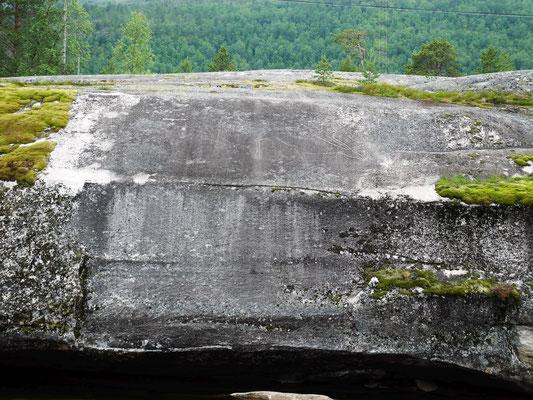 Vorher wurde der Felsen poliert