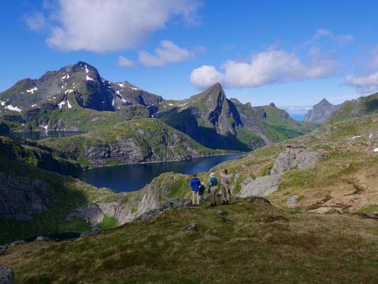 Im Hintergrund die Munkebu-Hütte