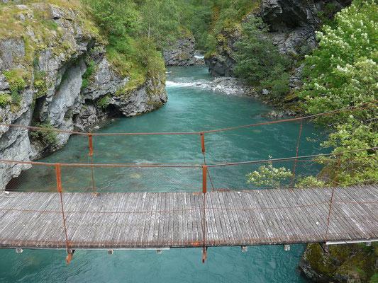 Diese Hängebrücke wird nicht mehr benutzt