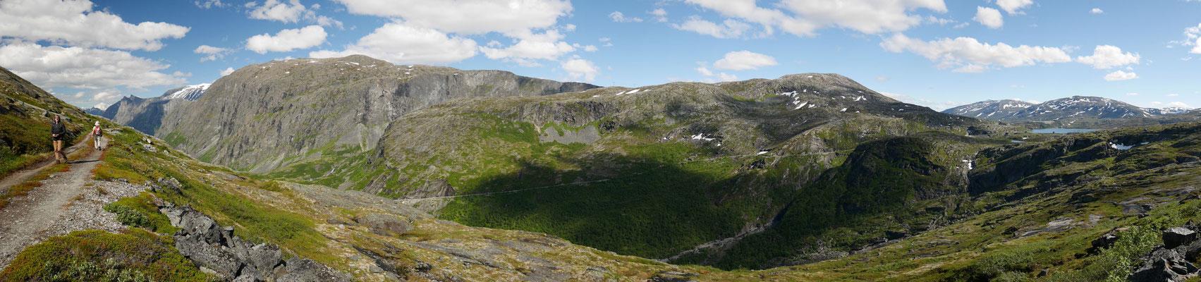 Jembane-Trasse-Panorama, rechts noch der Osvatnet im Hochland