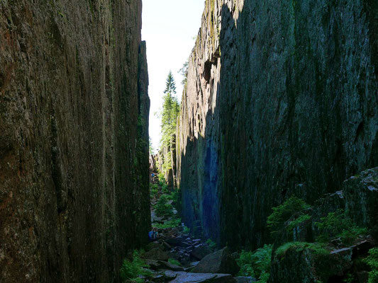 Slättdalskrevan - beeindruckende Schlucht im Granit der Höga Küsten