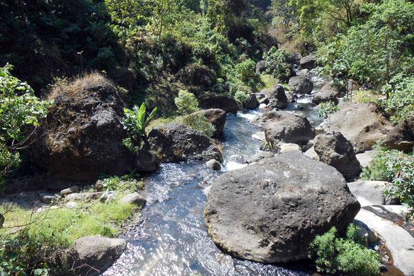 Fluss auf dem Weg zu Agapito