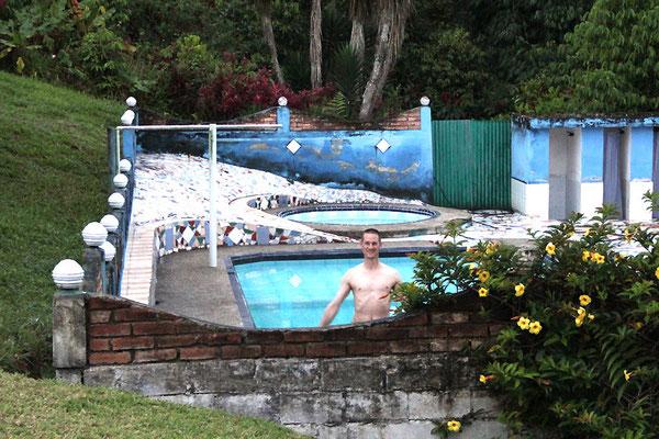 Pingo im Pool, Erfrischung nach einer langen Reise