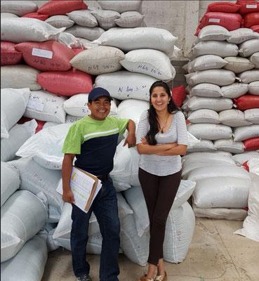 Francisco und Suita - die Zwei sorgen für Ordnung und System im Beneficio Humido. Hierher bringen die Produzenten ihre Kaffees. Aktuell ist hier auch mein Arbeitsplatz.