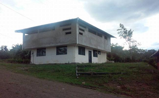 Neues Verwaltungsgebäude mit Cuppinglabors und Versammlungshalle der Acrim Zumba