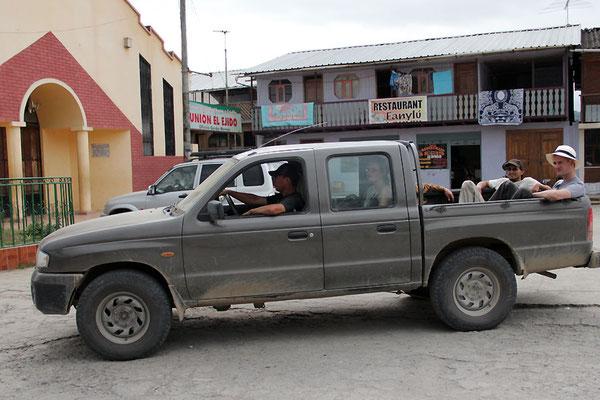 Reisen im Pickup durch Farmen der AACRI