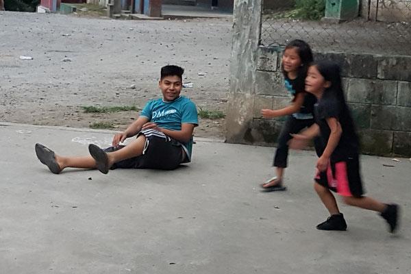 Galindo (Neffe von Genaro 16 Jr.), Linda 8 Jr. und ihre 6 Jr. Schwester
