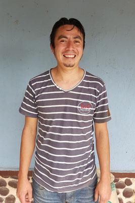 Ricardo Lopez - während sein Vater Filadelfo in der USA arbeitet als Schreiner, übernimmt er den Kaffee anbau.