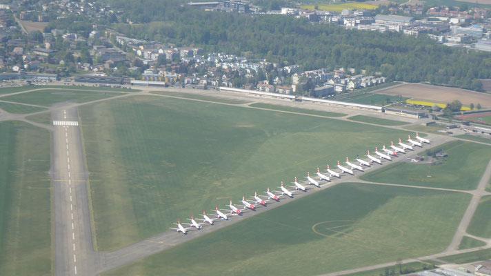 Corona bedingt sind die Flieger in Dübendorf parkiert