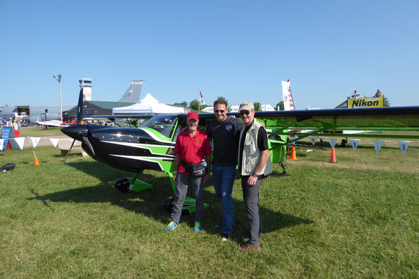 KITFOX Fans mit Demo Pilot Kyle Franklin