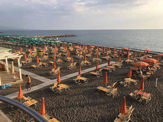 Coronabedingt weinig Betrieb am Strand