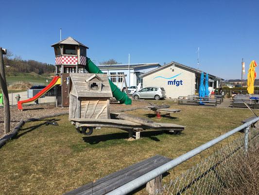 Kinderspielplatz bereit für die Saison