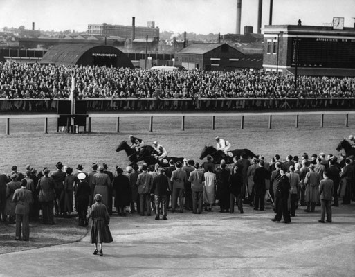 Bromford Racecourse 1954 - image from the Birmingham Mail