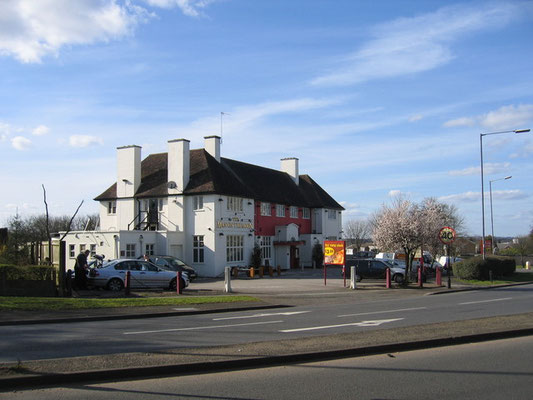 The Man on the Moon pub © David Stowell 2006 on Geograph OS reference SP0377 licensed for reuse under Creative Commons Licence Attribution-ShareAlike 2.0 Generic (CC BY-SA 2.0)