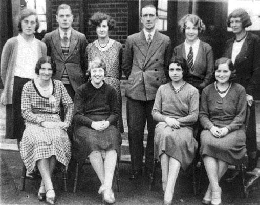 Gunter J.I. School Staff early 1930s - We know the man standing in the centre is Mr F. Davies - can anyone identify the others?