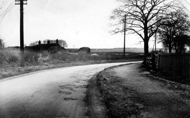 Kingstanding Road (then called Holly Lane) near The Circle 1928. Kettlehouse Farm and the Bandy Woods are visible.