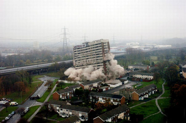 Demolition of Chillingholme Tower 2005 - image by 0121mercia on  on UK Housing Wiki