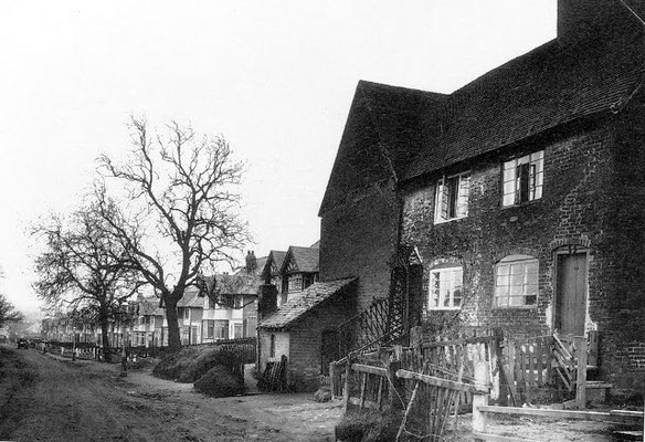 Tessall Farm (left) on Tessall Lane 1935, looking towards the Bristol Road. Both images from Mickey Nold's Northfield-UK blogspot