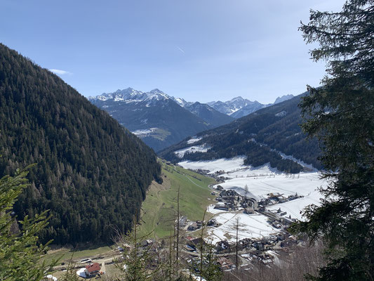 Blick auf Weißenbach vom Bewegungsweg / Gesundheitswege Weißenbach