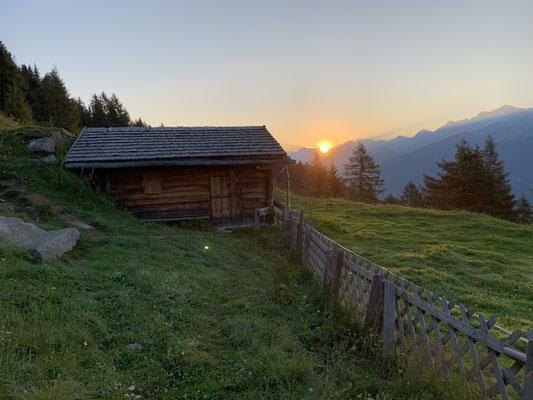 Sonnenaufgang oberhalb der Schönbergalm in Weißenbach am 9. August 2020