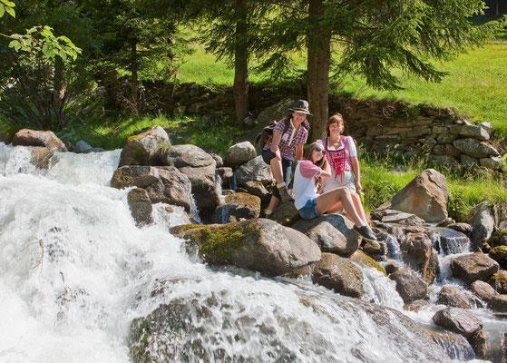 Am Bach - Gesundheitswege Weißenbach im Ahrntal in Südtirol
