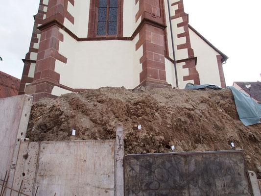 Bei Bauarbeiten 2017 freigelegte menschl. Knochen des ehemaligen Friedhofs