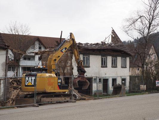 Abbrucharbeiten im April 2021