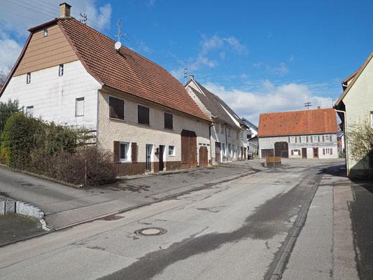 Links im Vordergrund Bachstraße Nr. 4, hinten in Bildmitte Hohlwegstrasse 2