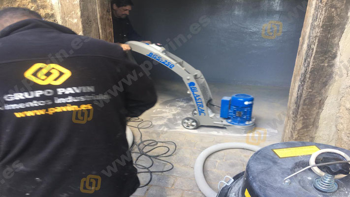 Suelos de resina para pavimentos industriales aplicados en garajes por Grupo Pavin Aragón
