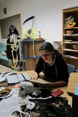 Andrea R Walla liest ihre Kurzgeschichte, Der kleine Tod.