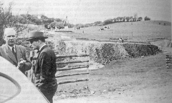 """Abb.2: Blick in das Gipswerk am 22.4.1954. Rechts ist der """"Schrägschacht"""" sichtbar, in der Bildmitte eine Halde, hinten das Gerüst des zweiten Schachtes... Aufn. A.Seifert, Vorlage Landesamt für Natur und Umwelt"""