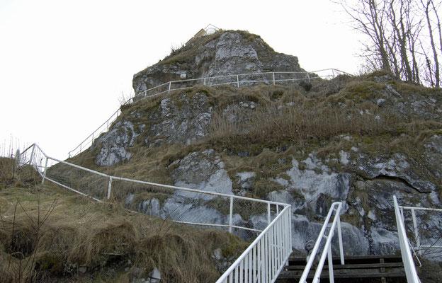 Kalkberg-Gipfel vom Brunnen aus gesehen (nach Süd)