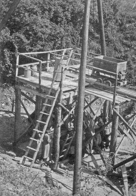 Abb.3: Blick auf den Anfang 1952 abgeteuften zweiten Schacht. Aufn. O.Hartwig (Archiv des Verfassers)